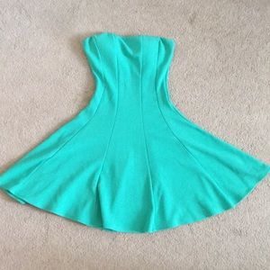 Sweetheart Straplesss Green Body Central Dress